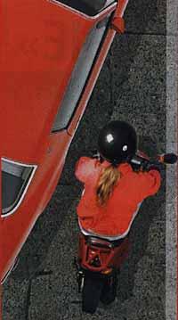 Найбільше ДТП зі скутерами відбувається біля тротуару, коли водій автомашини, не бачачи скутериста, «підрізає» його